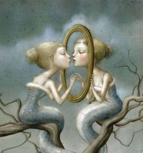 donna allo specchio egoista