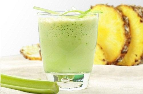succo verde di sedano e ananas