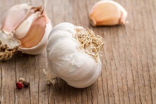 come ridurre il grasso della pancia con limone e aglio