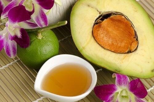 Avocado per curare pelle, unghie e capelli