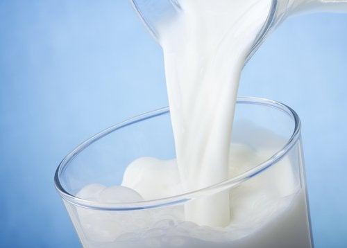 bicchiere-di-latte occhiaie