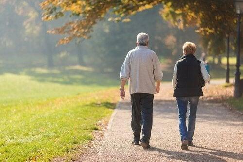coppia-a-passeggio potenza cerebrale