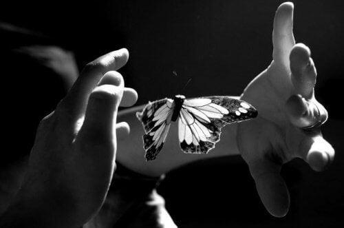 Accarezzare con l'anima per mettere a nudo l'intimità