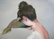 Ragazza-con-un-uccellino
