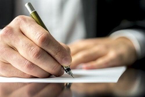 scrivere-a-mano potenza cerebrale
