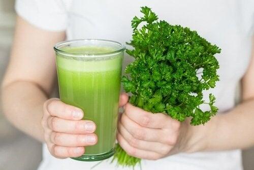 Frullato naturale contro l'alitosi ed il cattivo odore corporeo
