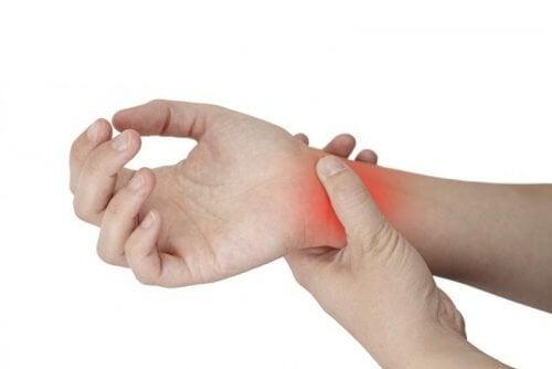 il dolore ai polsi è il primo sintomo della tenosinovite