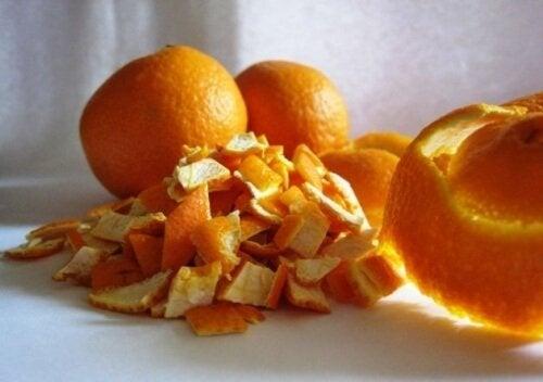 buccia di arancia tagliata