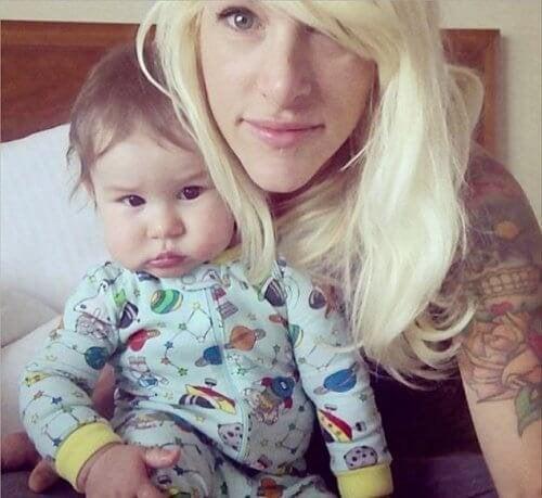 mamma con neonato bambino