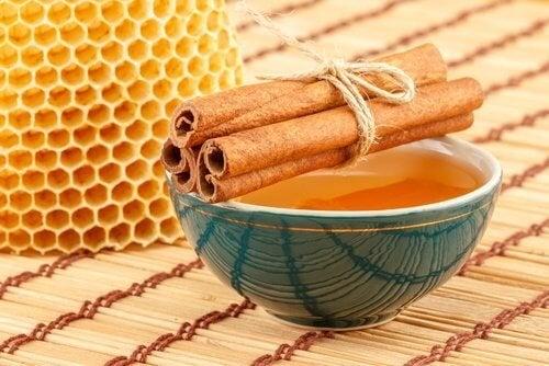 bevanda-miele-cannella ventre piatto