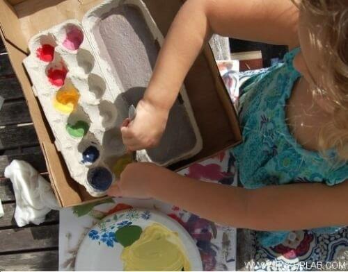 cartone-delle-uova-come-tavolozza-per-colori