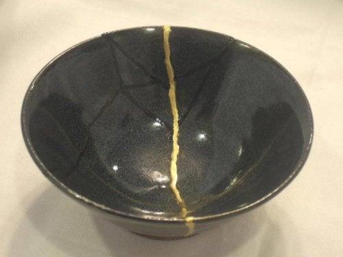 ceramica-rotta-simboleggia-passato