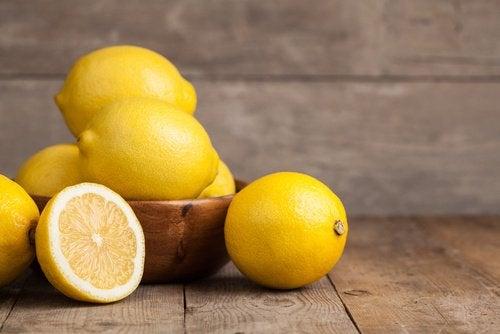ciotola con limoni