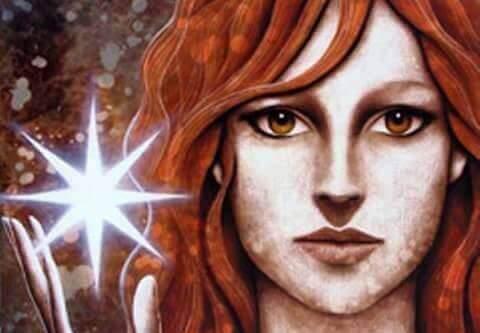 donna con i capelli rossi