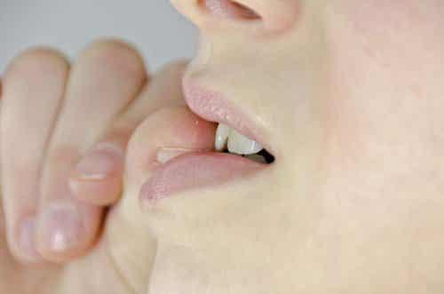7 motivi per evitare di mangiarsi le unghie