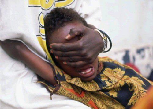 mutilazione-genitale-bambina-africana