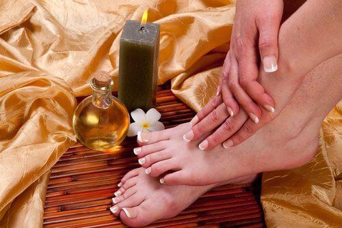 Cattivo odore dei piedi: cause e possibili trattamenti