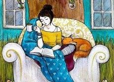 ragazza-su-una-poltrona-con-libro-e-tazza-di-caffe