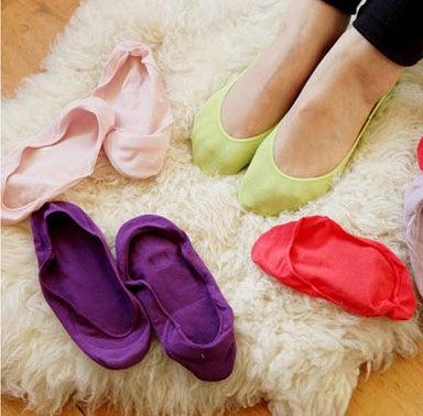 Se non volete più il mal di piedi provocato dalle scarpe potete mettere un calzino spesso