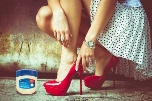 La vaselina è un altro rimedio per evitare il mal di piedi provocato dalle scarpe