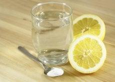 acqua limone rimedi alcalini