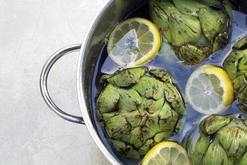 Acqua di carciofi e limone