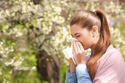 7 antistaminici naturali per ridurre l'allergia