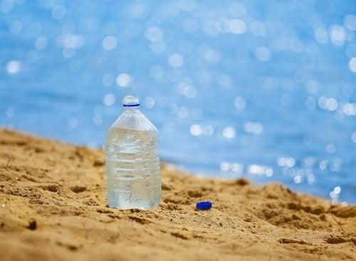 bottiglia in spiaggia