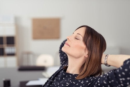 donna-che-si-rilassa