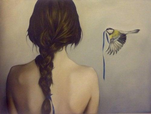 donna-e-uccello-con-nastro-azzurro-in-bocca