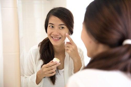 eliminare-acne-con-acqua-ossigenata