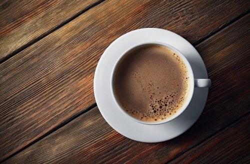 I 6 peggiori ingredienti da aggiungere al caffè