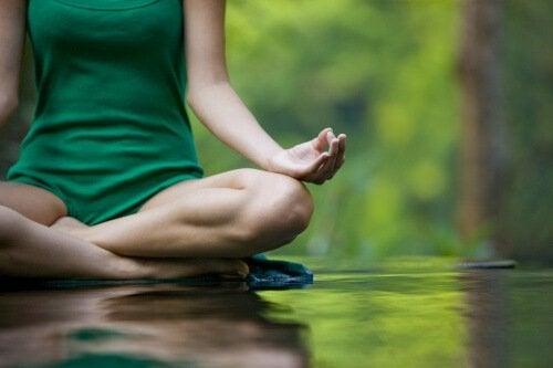 rilassarsi nel silenzio e spegnere le voci interiori