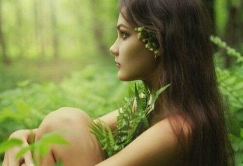 Ragazza immersa nella natura