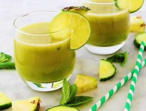Frullato di mela ananas menta e limone
