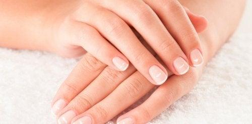 Mani femminili curate
