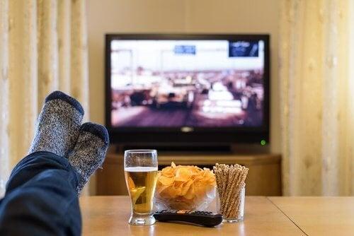 mangiare-guardando-la-tv