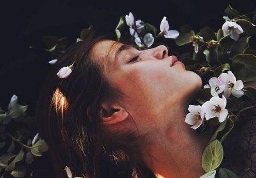 Sospiri che racchiudono più amore di qualsiasi bacio