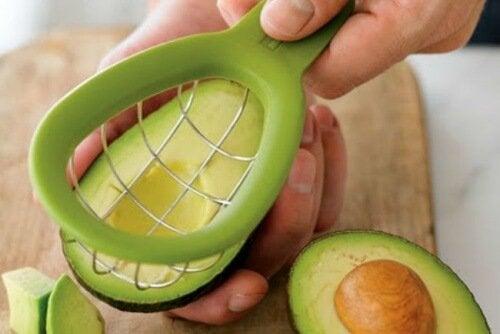 tagliare-avocado