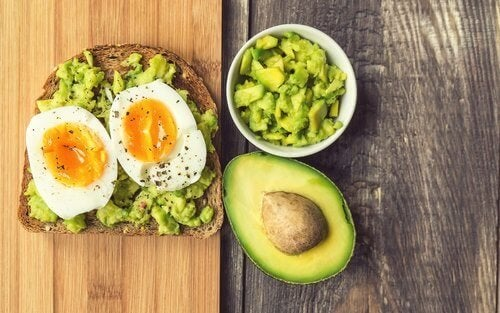 toast-uova-avocado