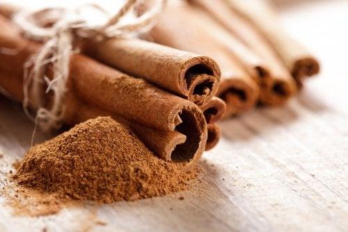unita all'alloro, la cannella è un ottimo elemento per regolare il metabolismo