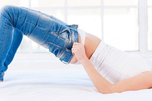 gli abiti attillati fomentano lo sviluppo della cellulite
