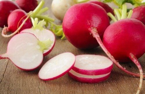 7 buoni motivi per mangiare più ravanelli