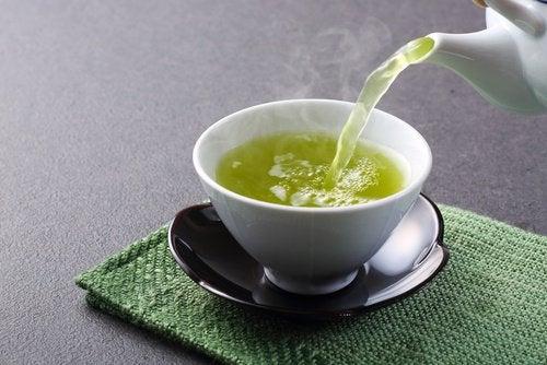 tè verde in tazza