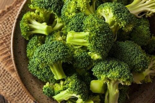 Scoprite i benefici della minestra di broccoli