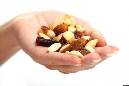frutta secca quanto mangiare