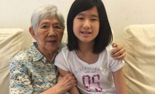 Ragazzina crea un'app per comunicare con la nonna malata di Alzheimer