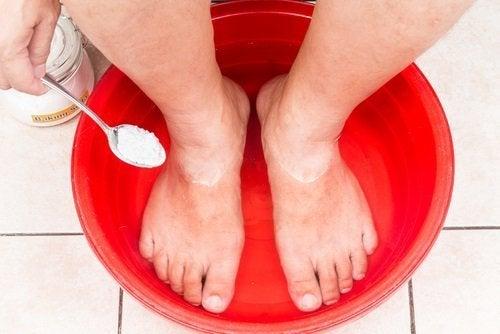 Comprare lunguento da un fungo che sta tra dita del piede