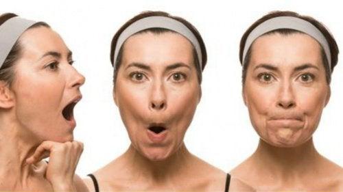 gli esercizi facciali aiutano a mantener il viso privo di rughe e flaccidità