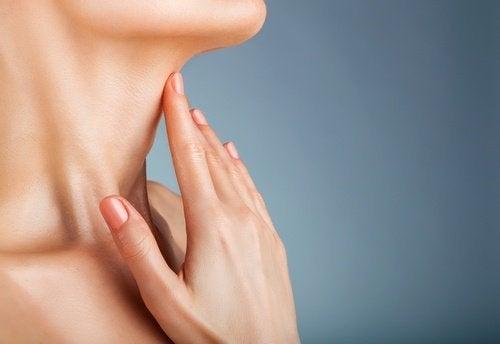 Massaggi per ridurre il doppio mento